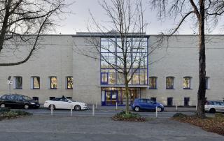 Museum am Ostwall, Eingangsfront mit Glaserker