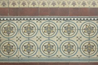 Baukunstarchiv NRW, Farbige Bodenfliesen von Villeroy & Boch von 1911, freigelegt 1990