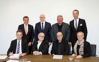 Unterzeichnung des Gesellschaftsvertrages für das Baukunstarchiv NRW