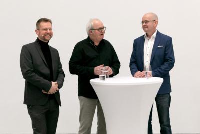 Peter Dahmen (links) und Sebastian Wien (rechts) im Gespräch mit Günter Rückert – Foto: Christine Kämmerer