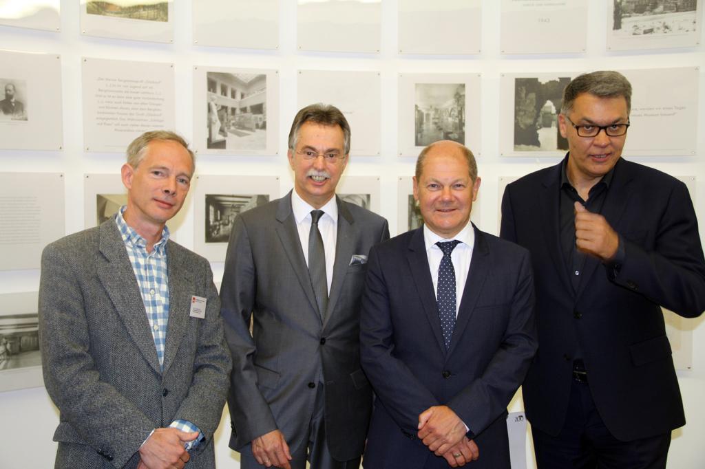 Finanzminister Olaf Scholz zu Gast im Baukunstarchiv - Foto: Damir Stipic
