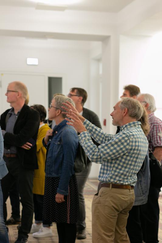 Besuchergruppe im Baukunstarchiv NRW