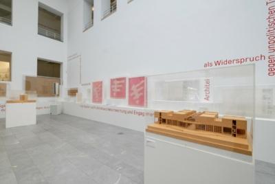 Ausstellung JPK NRW im Lichthof des Baukunstarchivs NRW