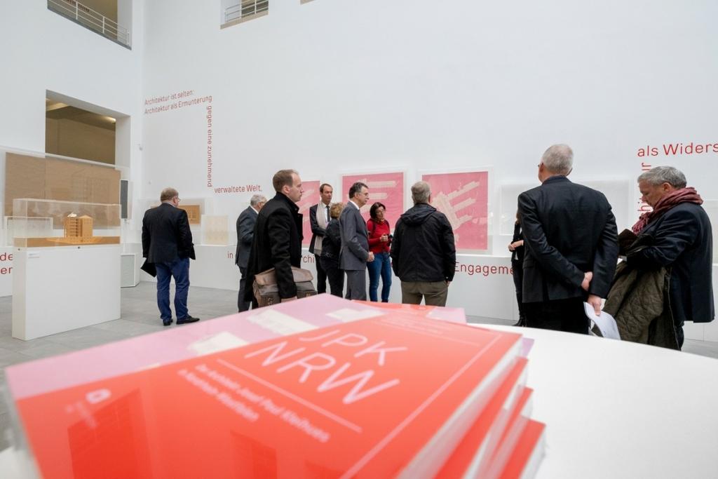 AKNWPressepreview zur Ausstellung JPK NRW im Lichthof des Baukunstarchivs NRW