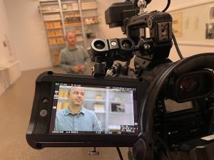 Filmaufnahmen mit Kurator Christos Stremmenos