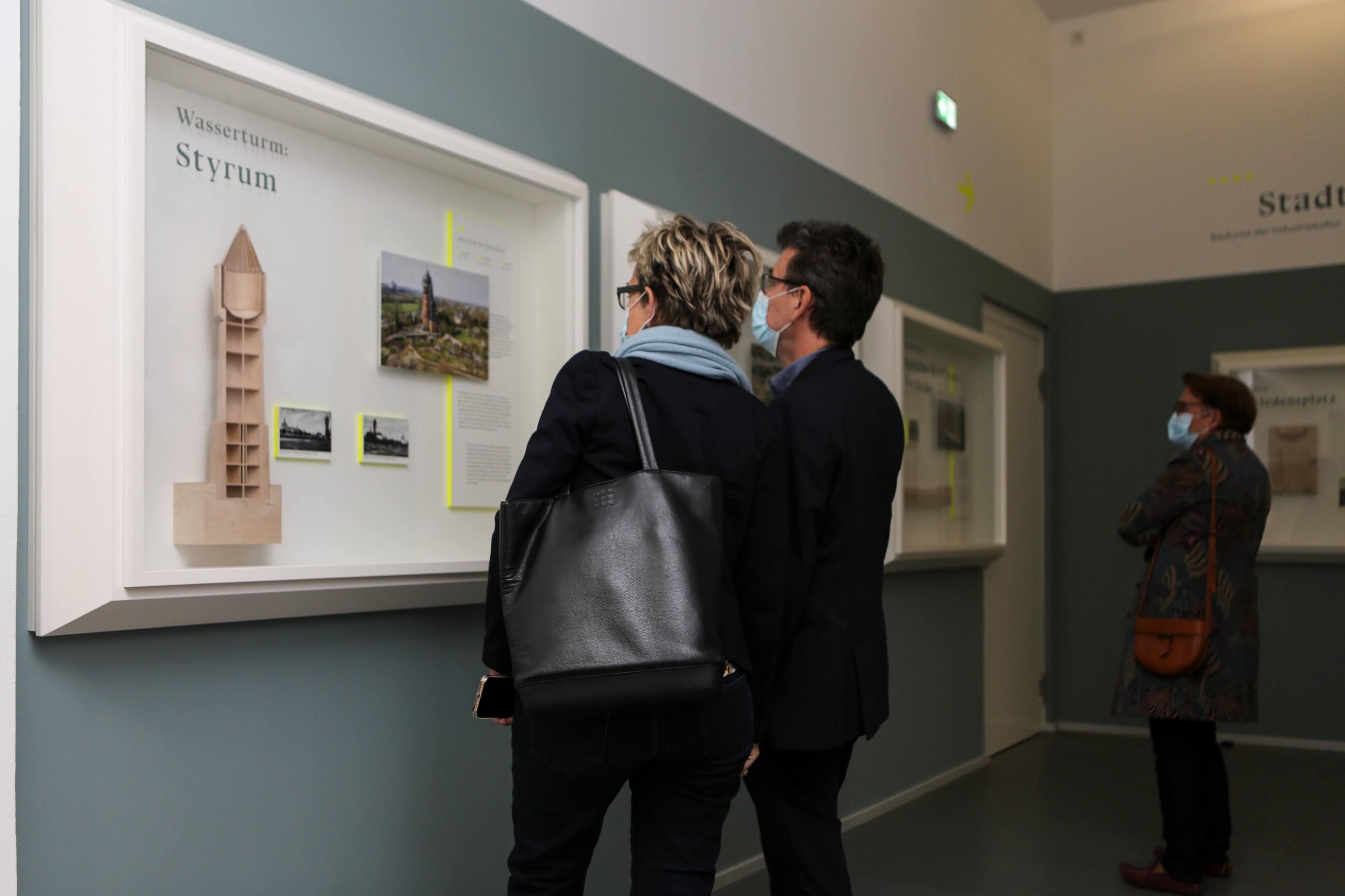 """Besucher und Besucherinnen können die Dauerausstellung """"IMPULSE – Baukunst der Industriekultur"""" kostenfrei im Baukunstarchiv NRW in Dortmund besuchen. – Foto: Sandra Gehlich"""